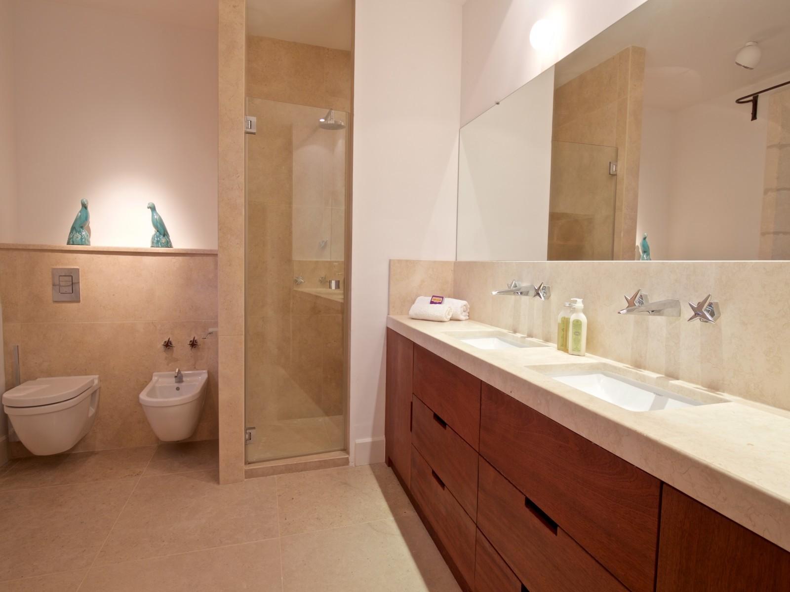 Saint Rémy De Provence Luxury Rental Villa Molduvite Bathroom