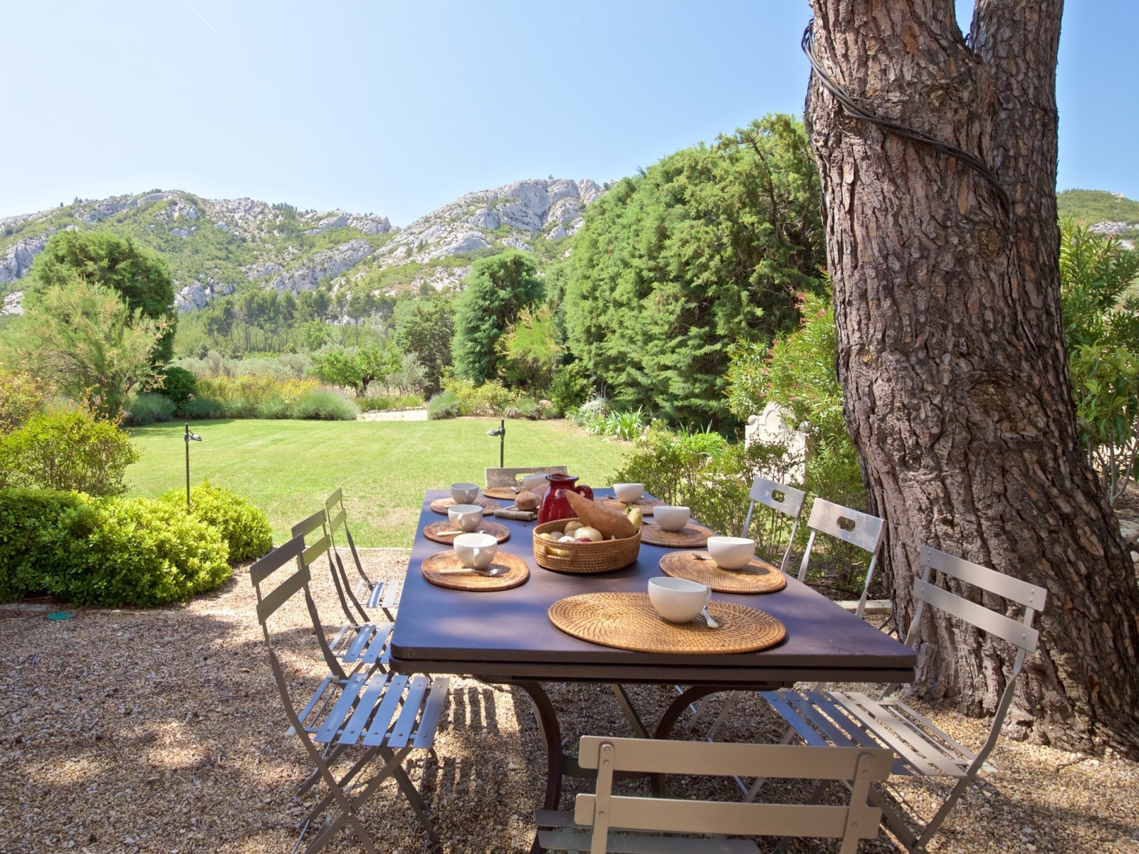 Saint Rémy De Provence Luxury Rental Villa Molduvite Table Garden