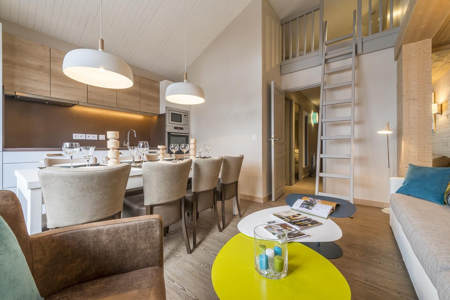 salon-avec-mezzanine-4-pieces-cabine-8-pers-140-1463x976-7732