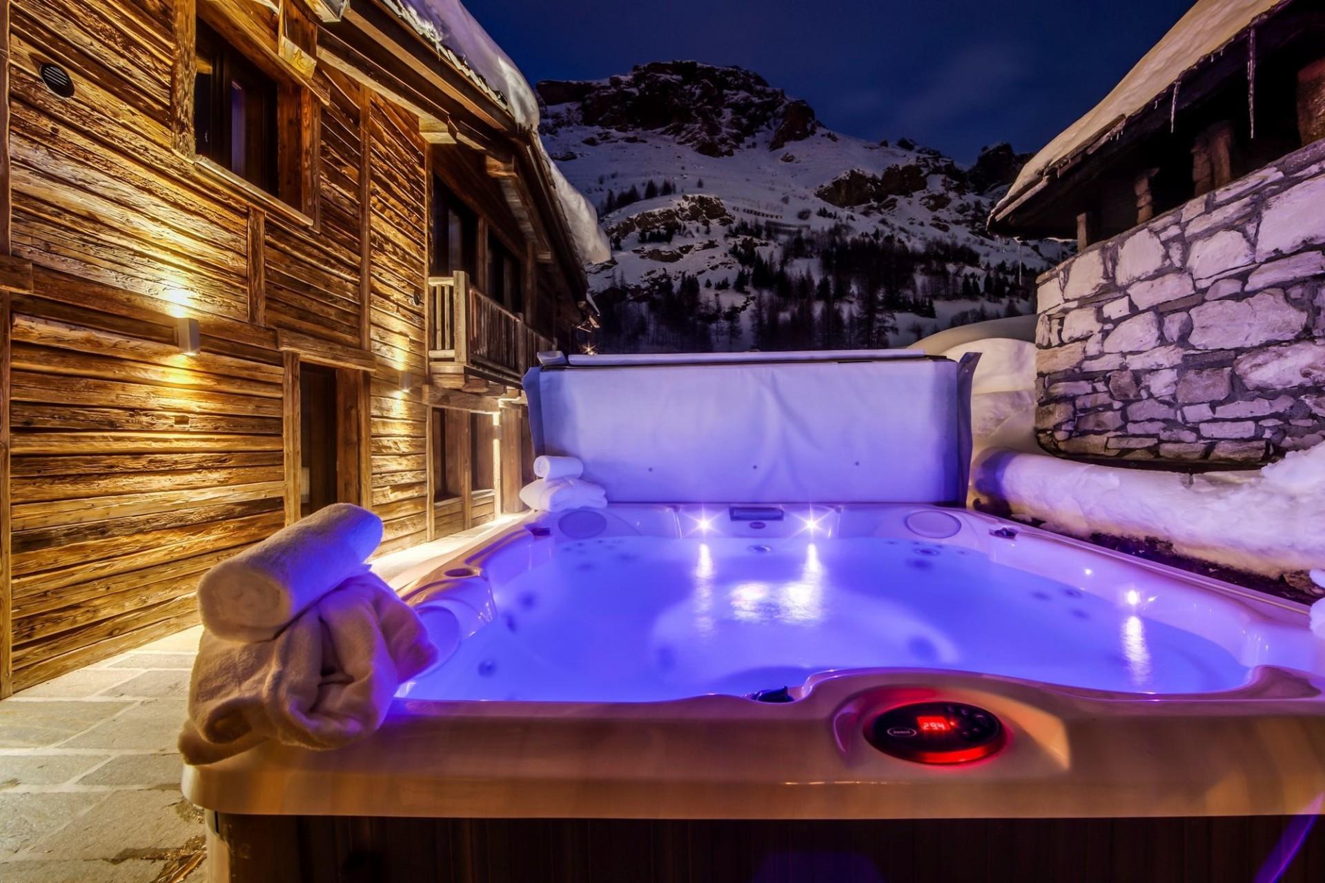 Val d'Isère Location Appartement Luxe Aramias Jacuzzi 3