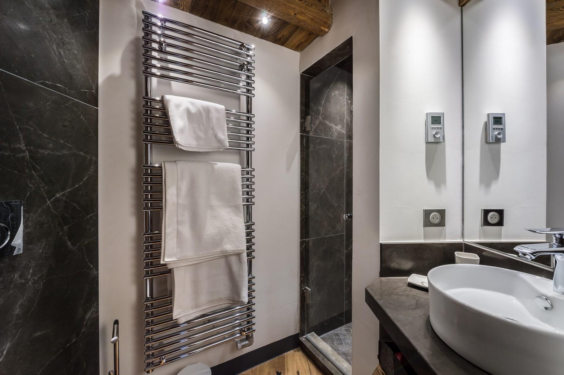 Val d'Isère Location Appartement Luxe Aramias Salle De Bain