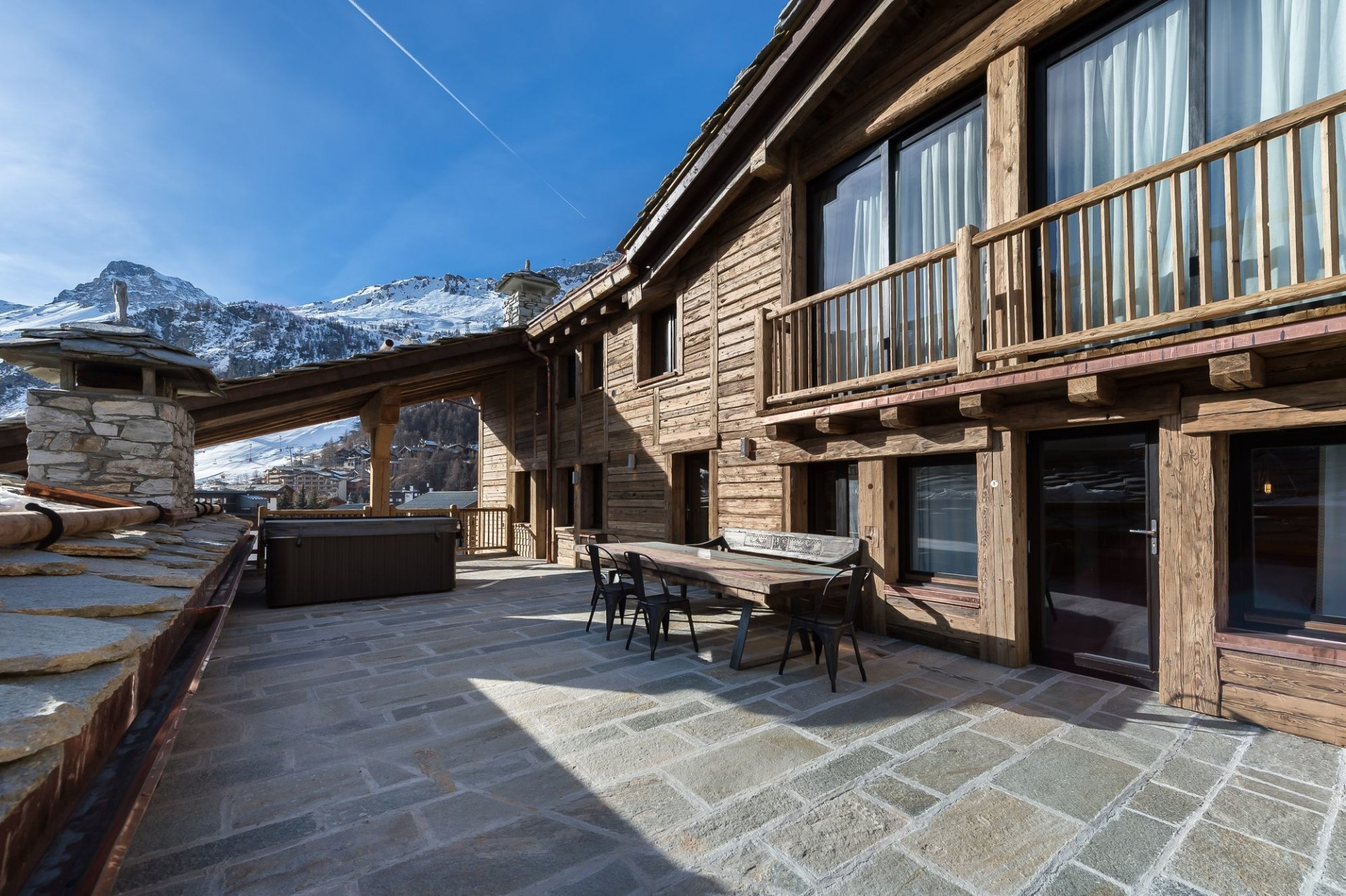 Val d'Isère Location Appartement Luxe Aramias Terrasse 2