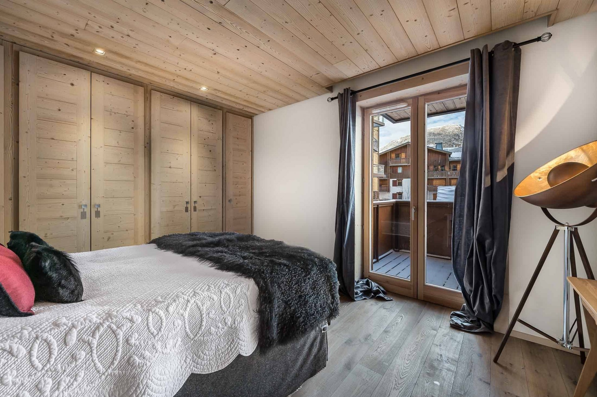 Val d'Isère Luxury Rental Appartment Cybalo Bedroom