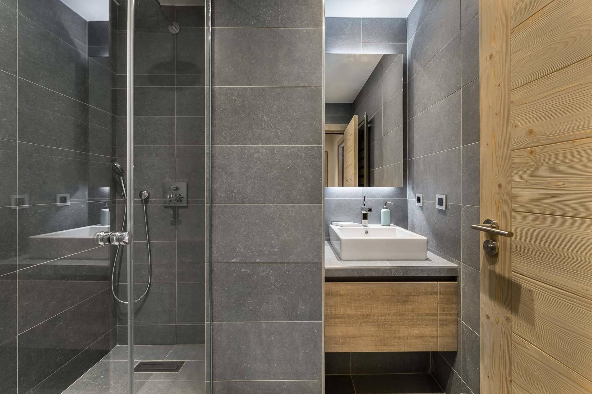 Val d'Isère Luxury Rental Appartment Cybalo Bathroom 2