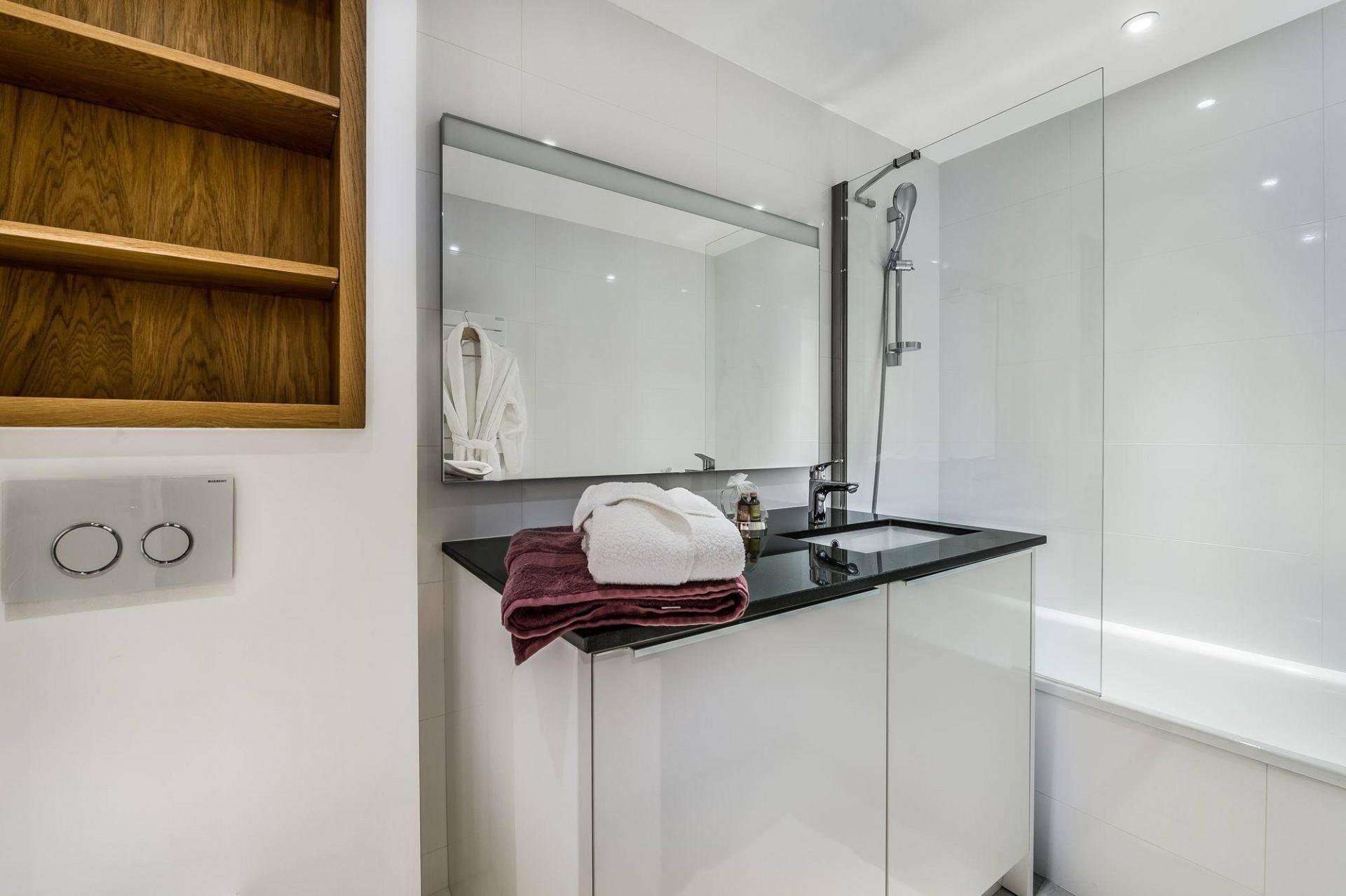 Val d'Isère Luxury Rental Appartment Eclaite Bathroom 2