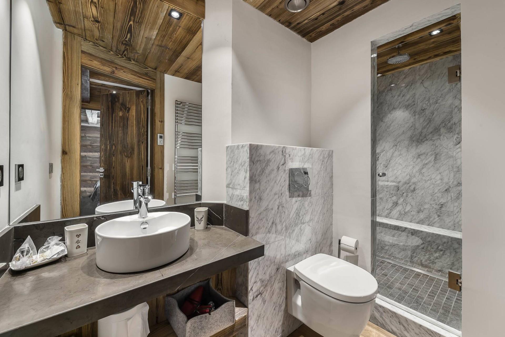 Val d'Isère Location Appartement Luxe Ucelite Salle De Bain 2