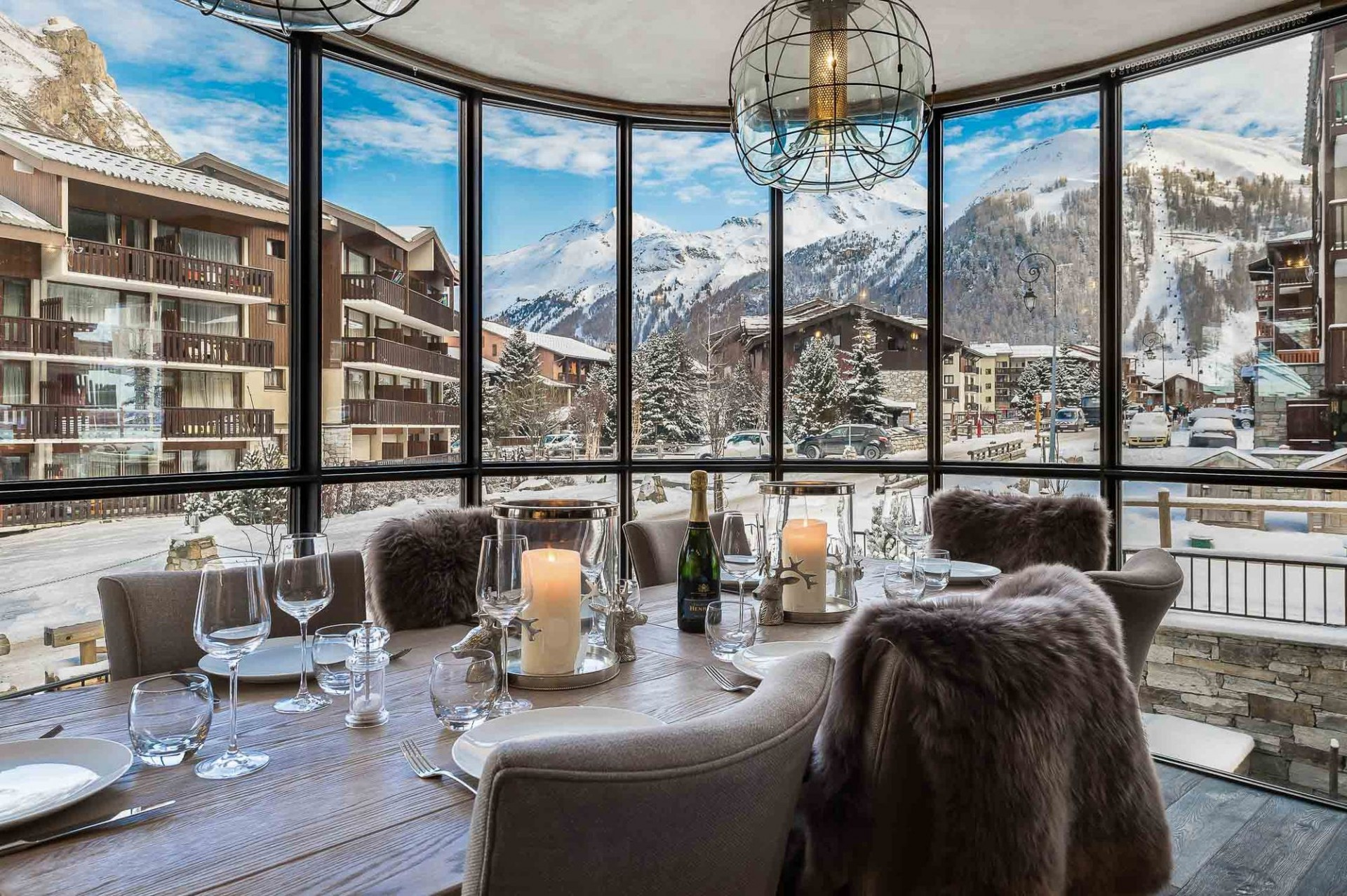 Val d'Isère Location Appartement Luxe Ulilite Salle A Manger