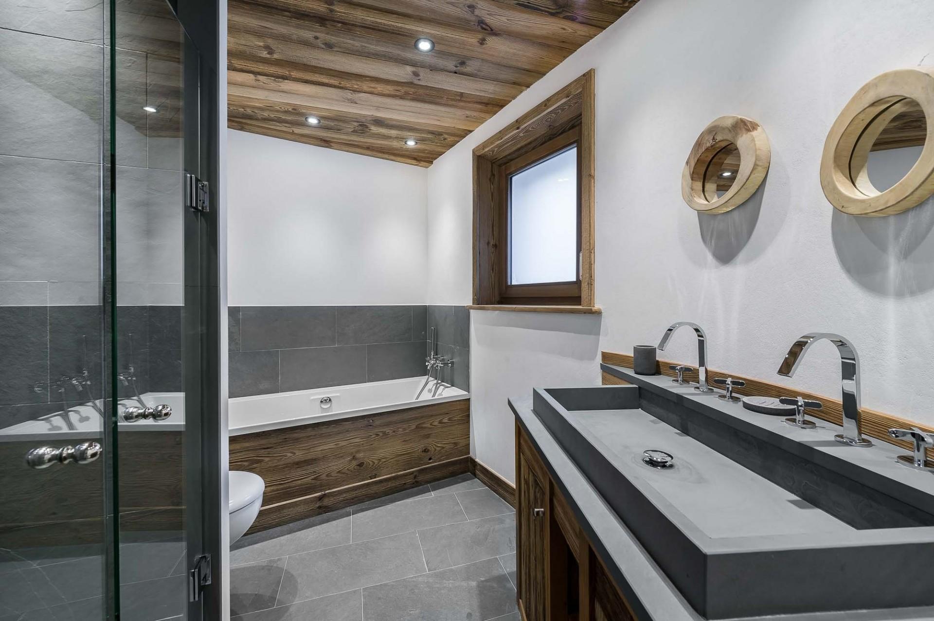 Val d'Isère Location Appartement Luxe Ulilite Salle De Bain 2