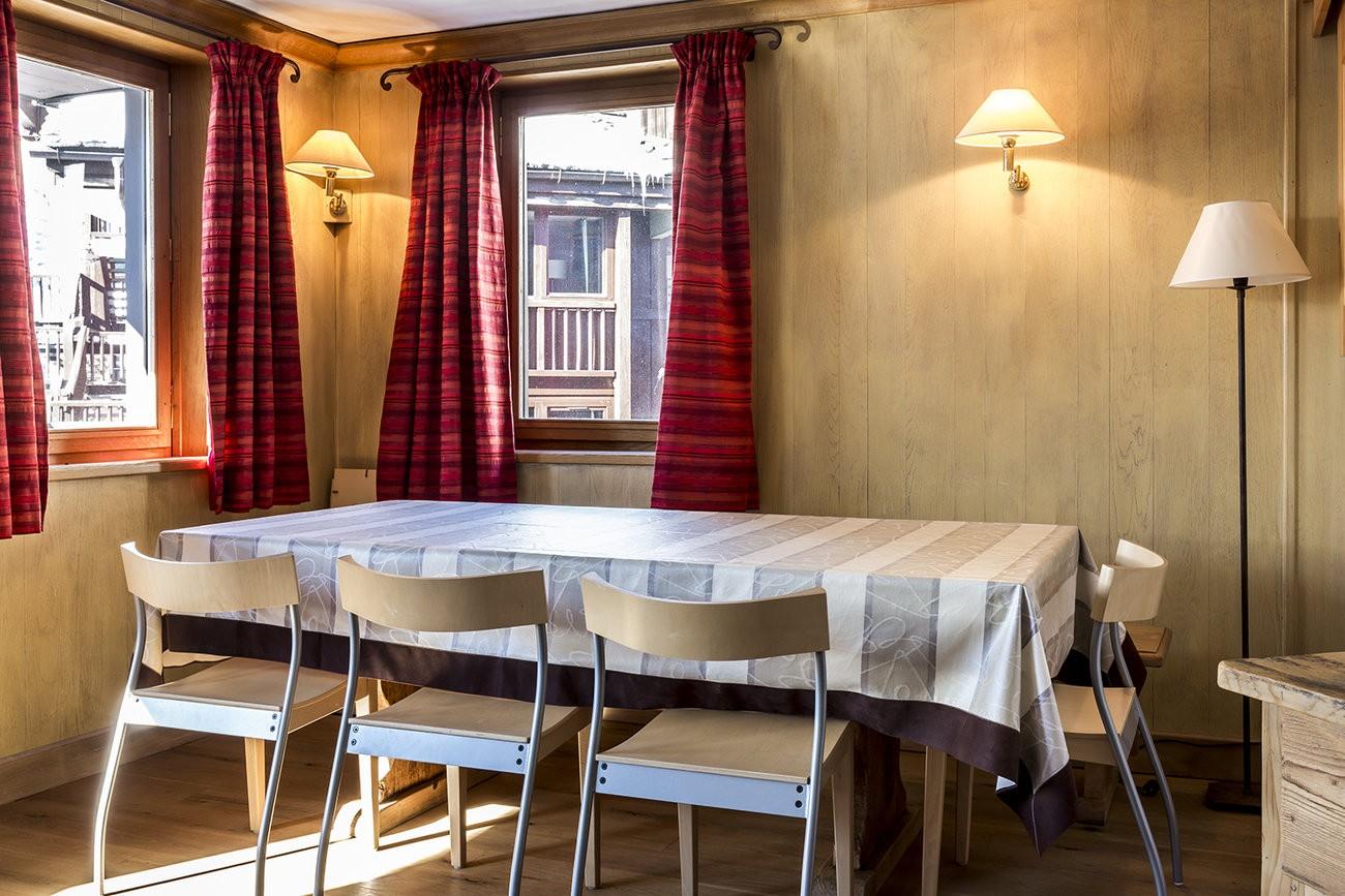 Val d'Isère Luxury Rental Apartment Vanuralite Dining Area