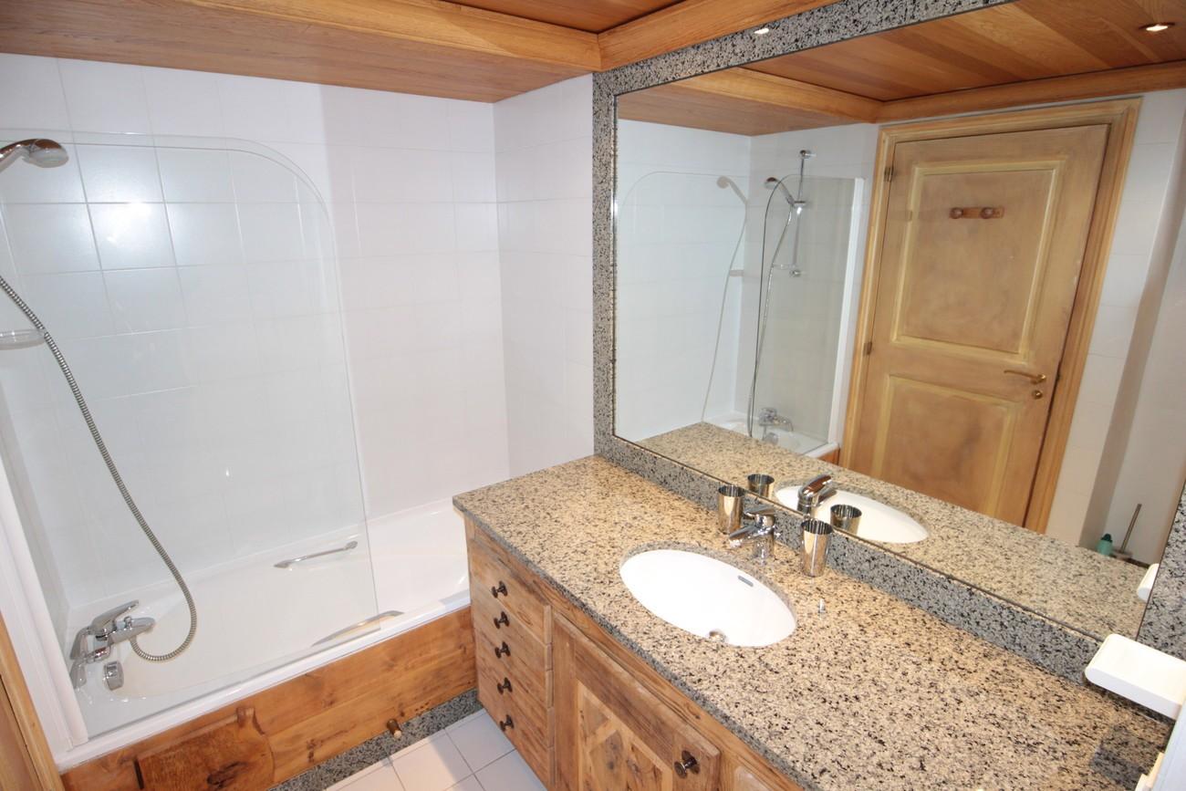 Val d'Isère Luxury Rental Apartment Vanuralite Bathroom