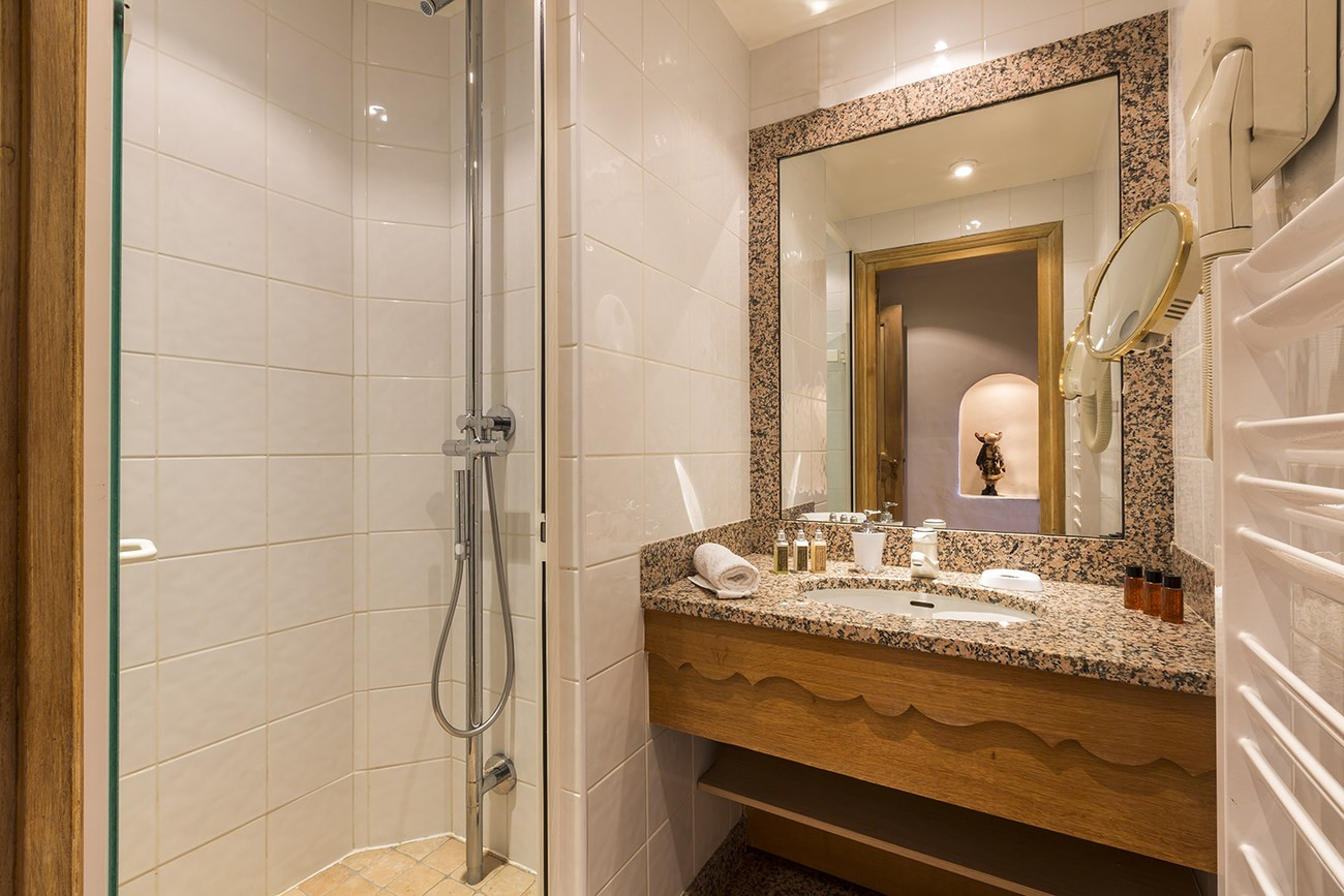 Val d'Isère Luxury Rental Apartment Vanuralite Bathroom 2