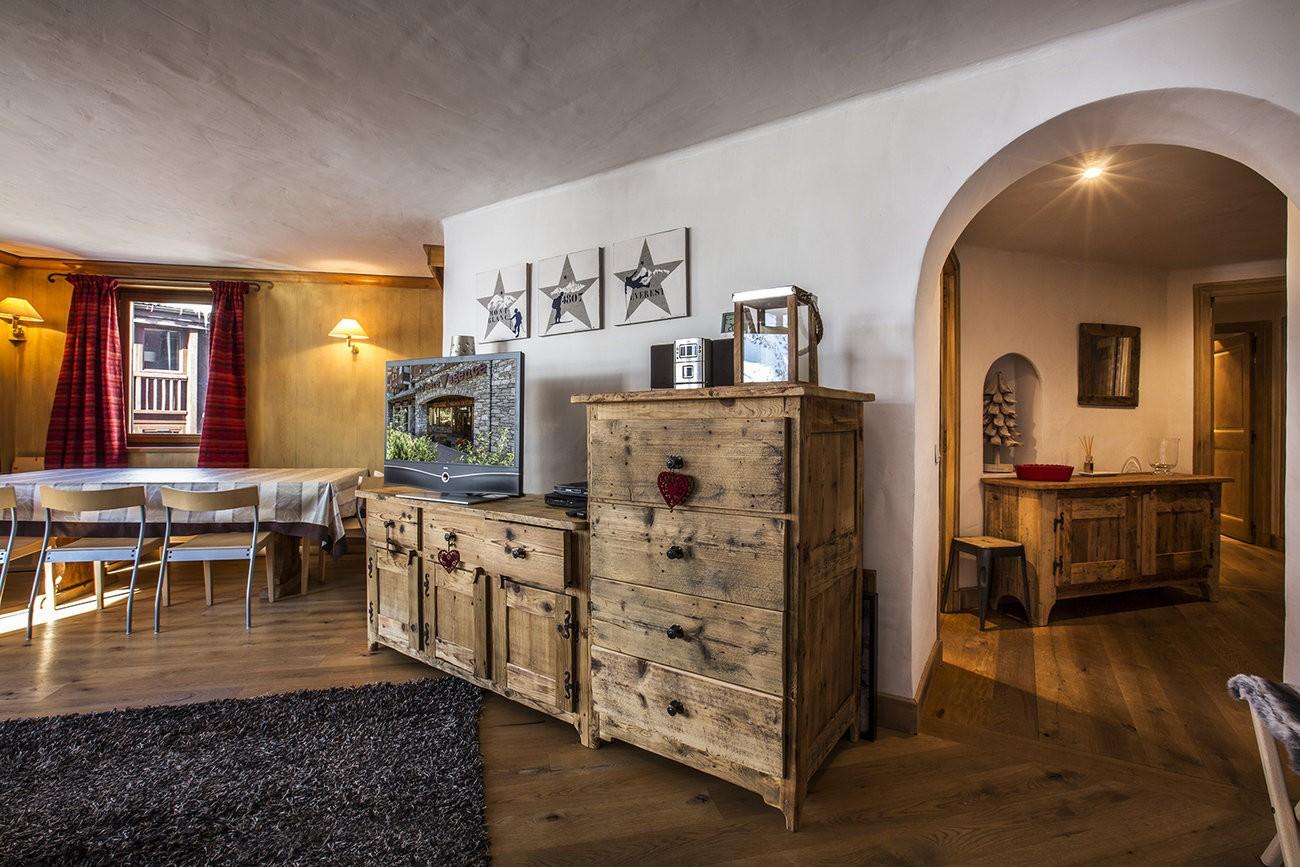 Val d'Isère Luxury Rental Apartment Vanuralite Living Area 3