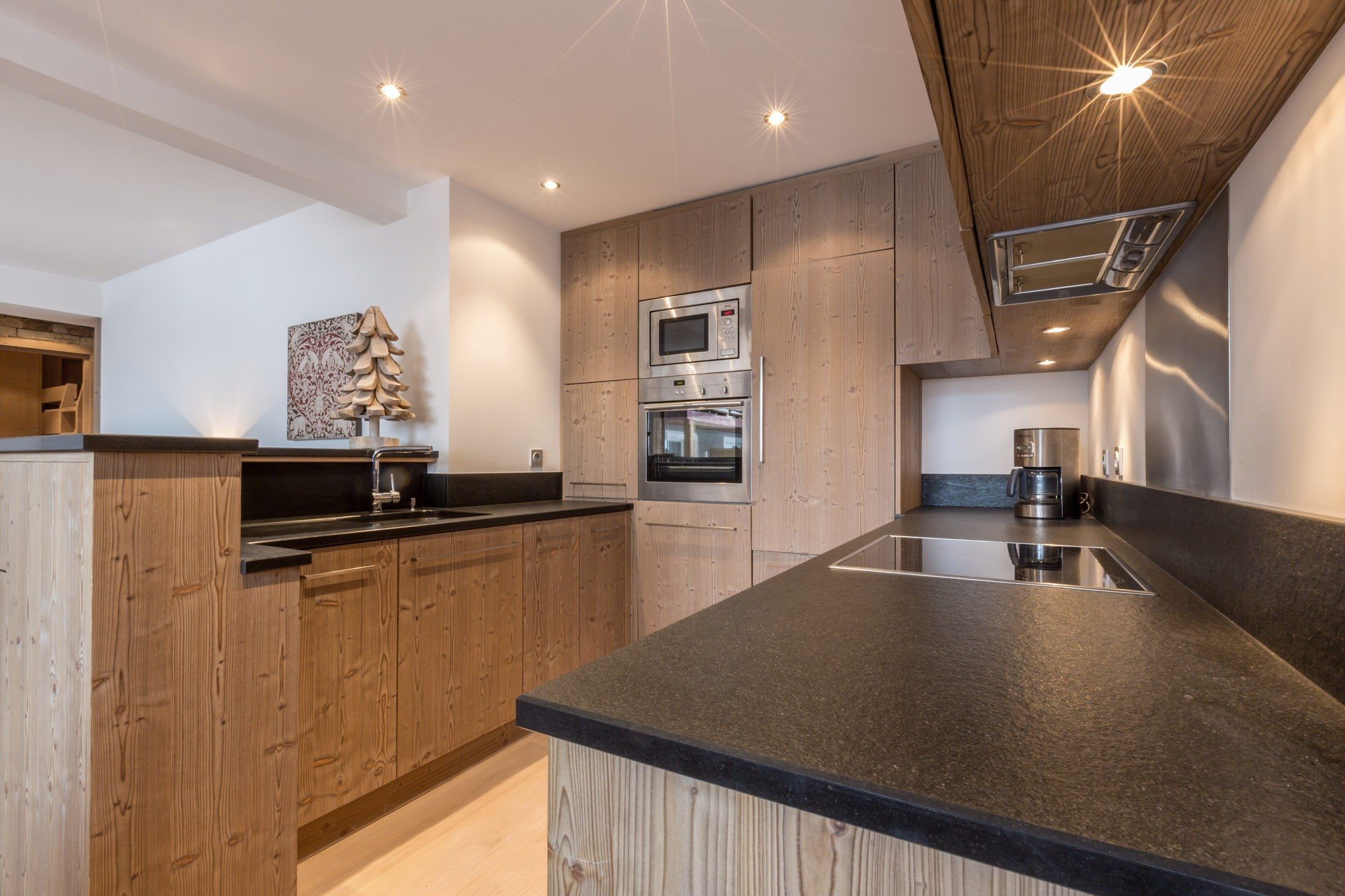 Val d'Isère Location Appartement Luxe Vaselate Cuisine