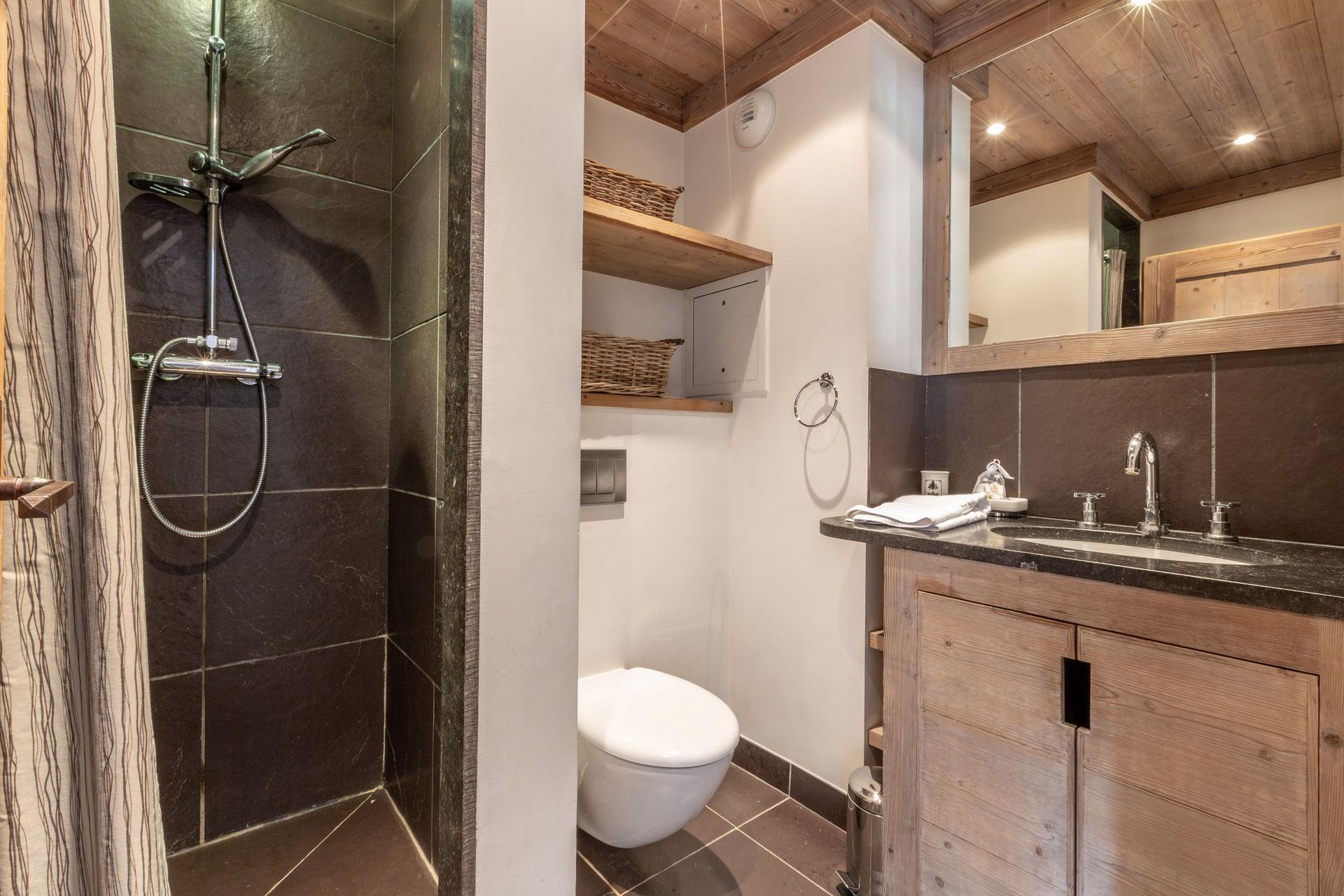 Val d'Isère Luxury Rental Apartment Vaulite Bathroom
