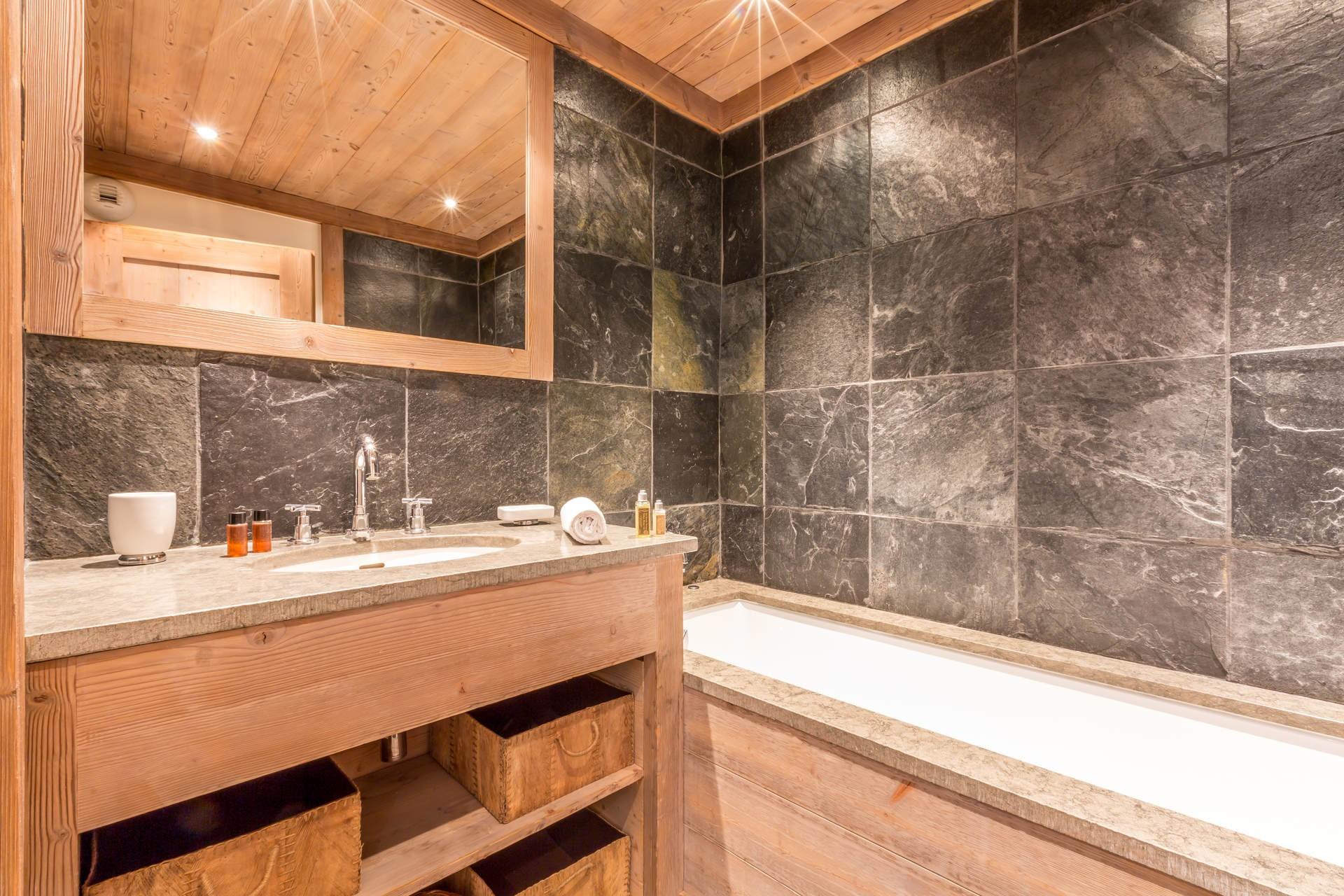 Val d'Isère Luxury Rental Apartment Vaulite Bathroom 2