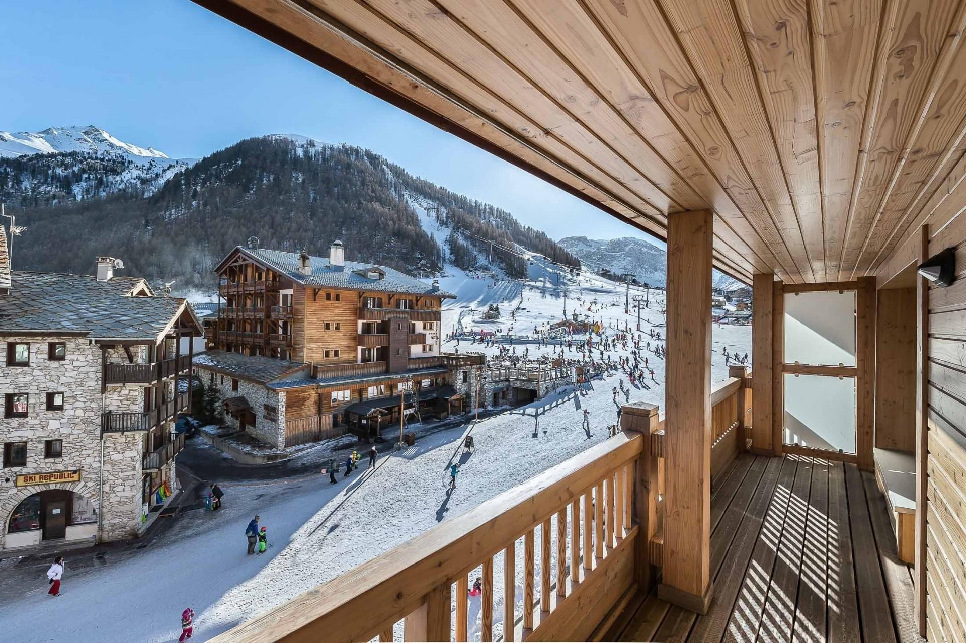 Val d'Isère Luxury Rental Appartment Vazuli Living Terrace