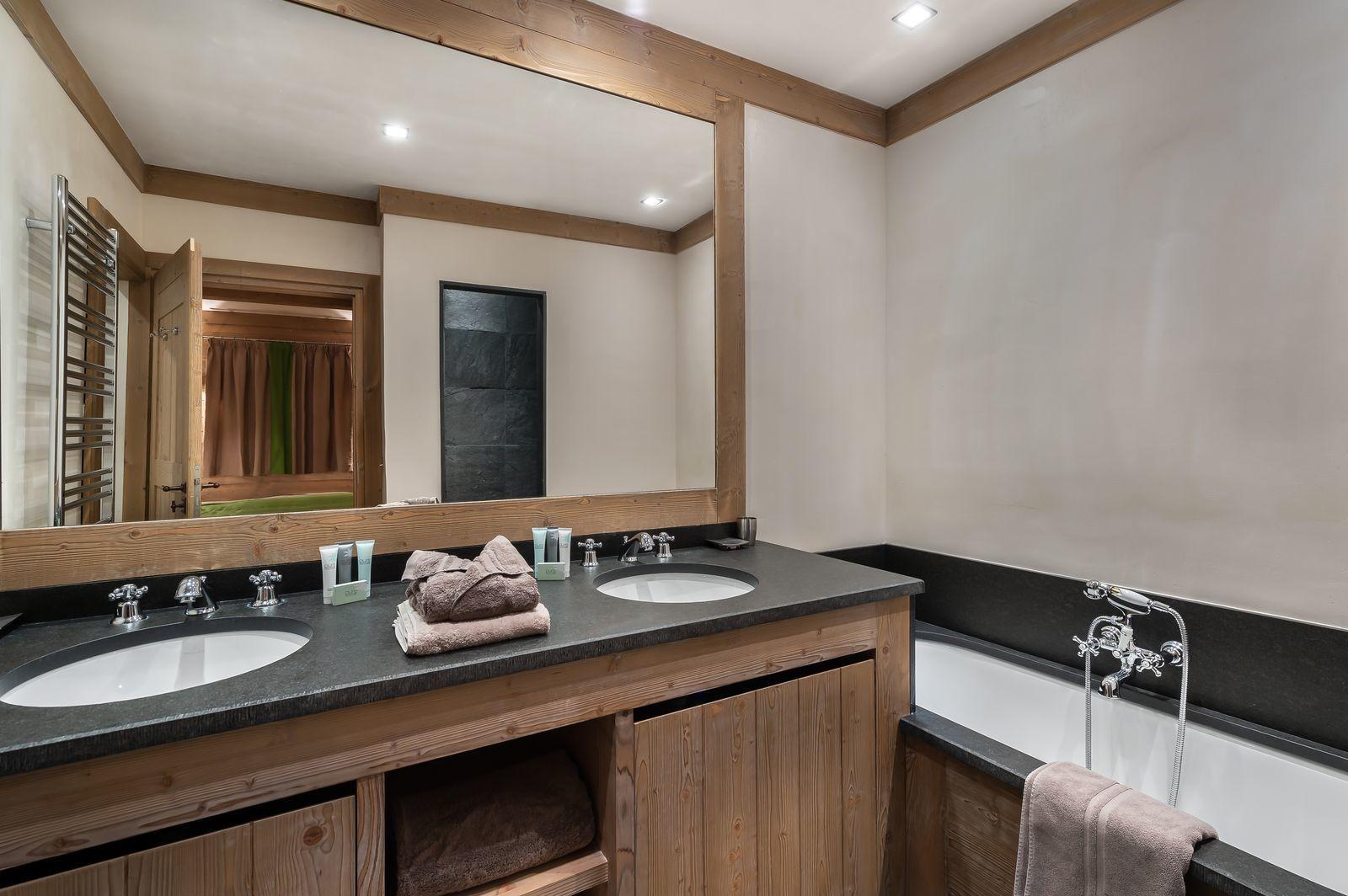 Val d'Isère Location Appartement Luxe Viorne Salle De Bain 3