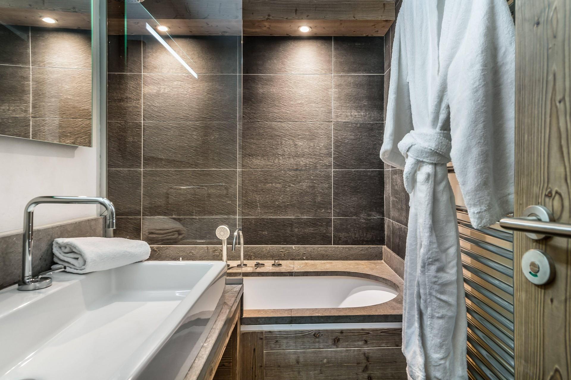 Val d'Isère Luxury Rental Appartment Viteli Bathroom