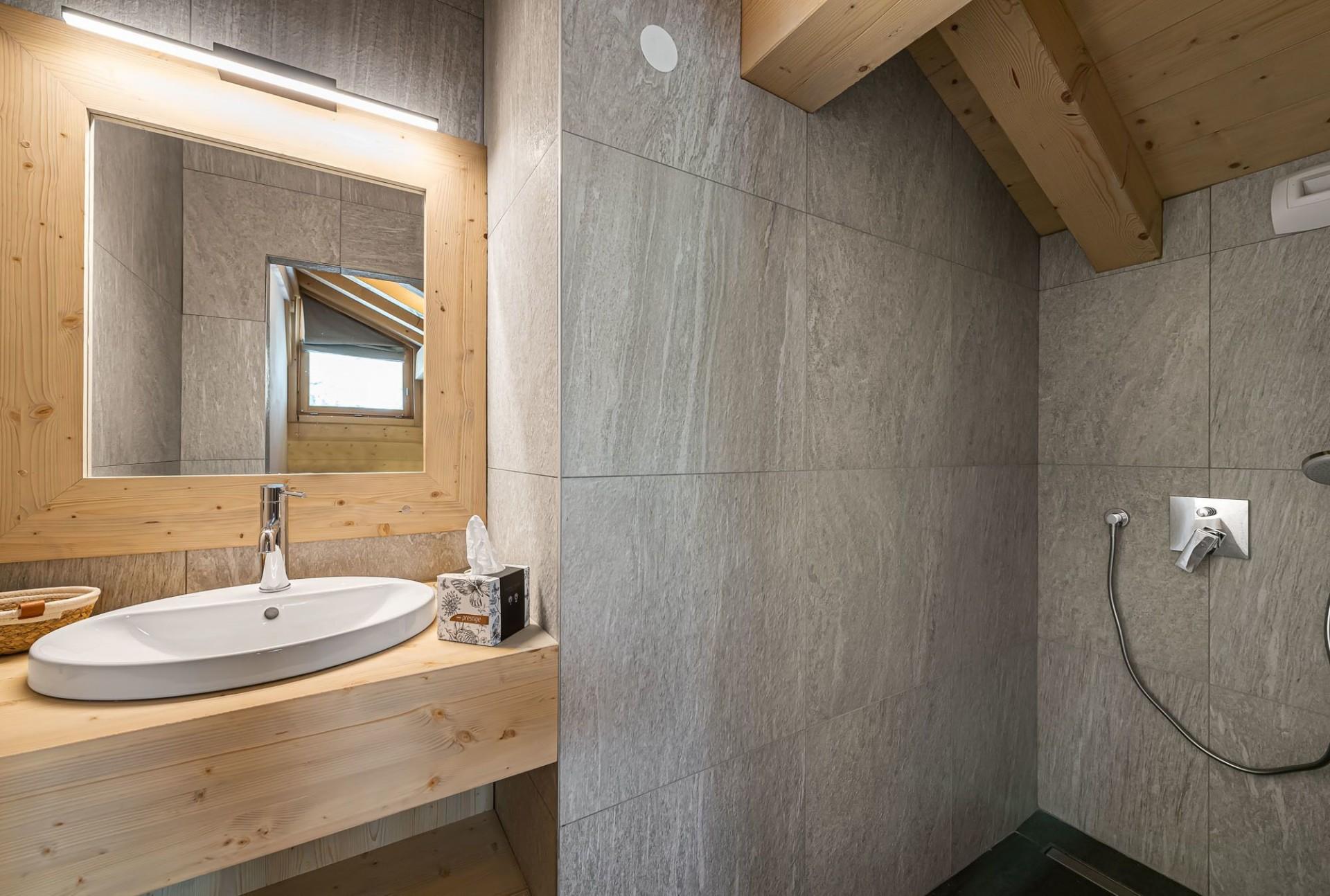 Val d'Isère Luxury Rental Chalet Eclaito Bathroom
