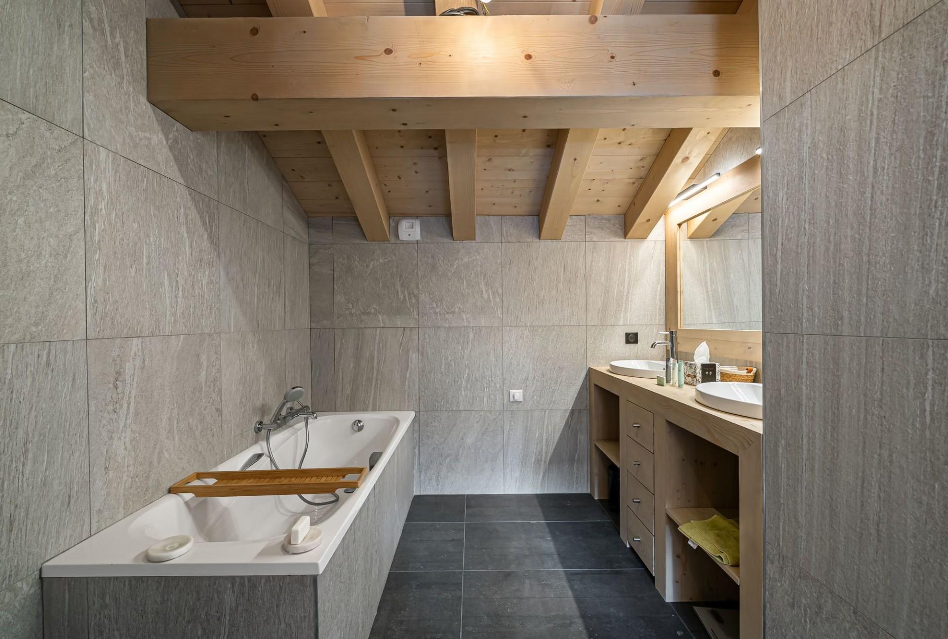 Val d'Isère Luxury Rental Chalet Eclaito Bathroom 2