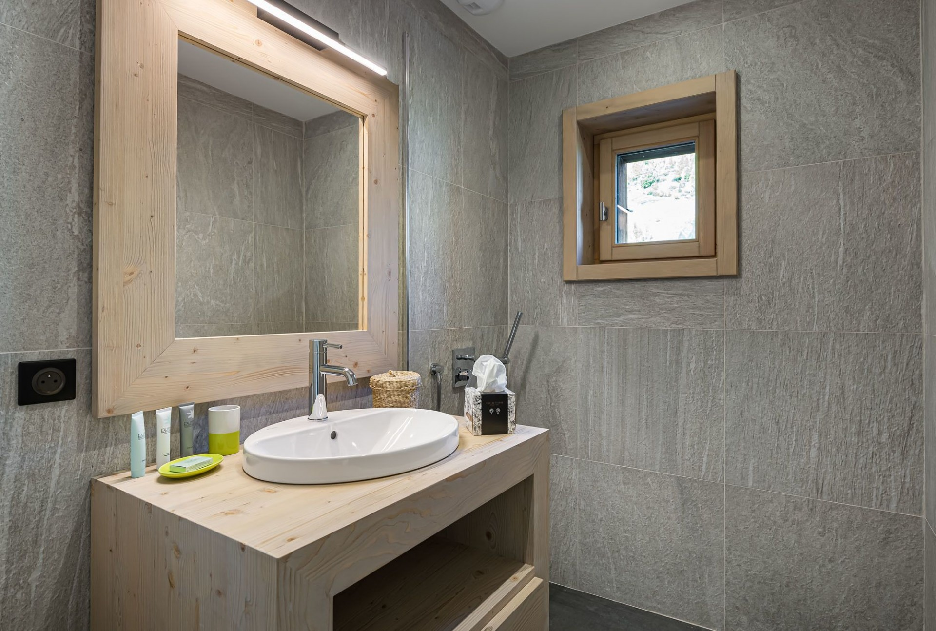 Val d'Isère Luxury Rental Chalet Eclaito Bathroom 3
