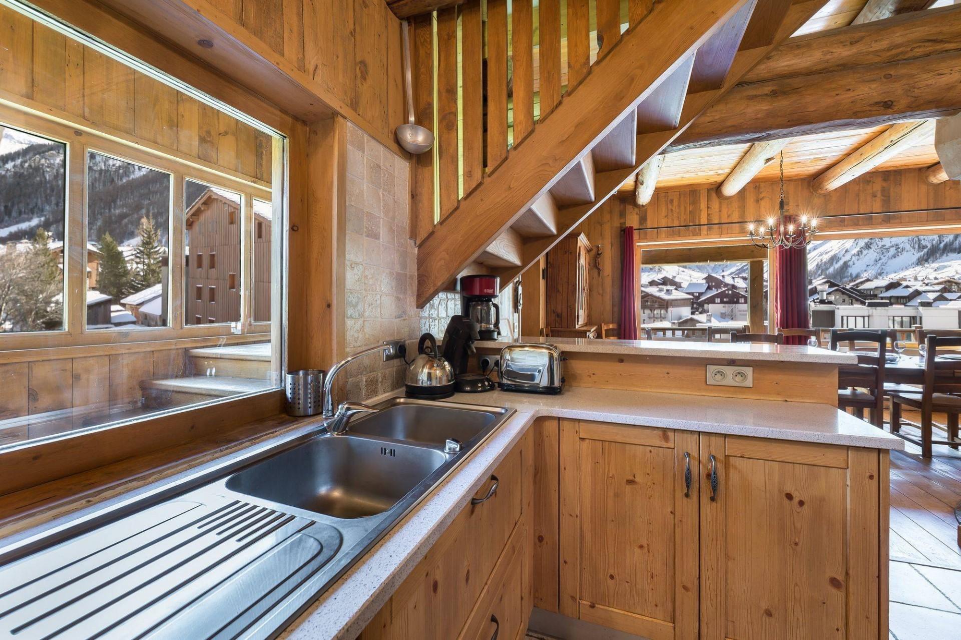 Val d'Isère Location Chalet Luxe Jaden Cuisine