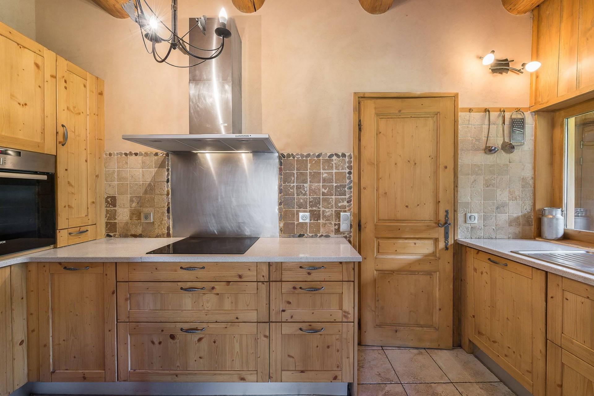 Val d'Isère Location Chalet Luxe Jaden Cuisine 2