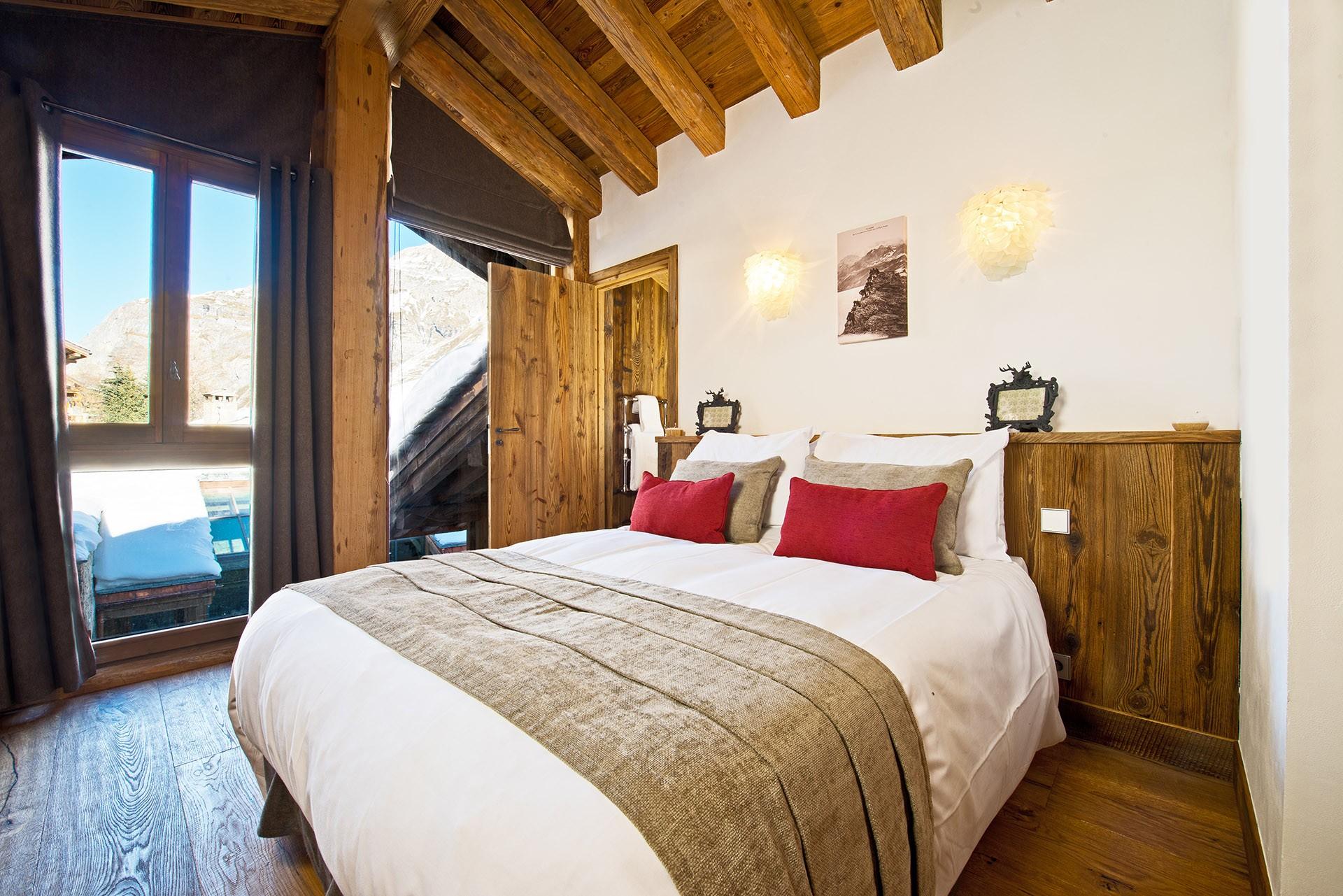 Val D'Isère Luxury Rental Chalet Umbite Bedroom 6