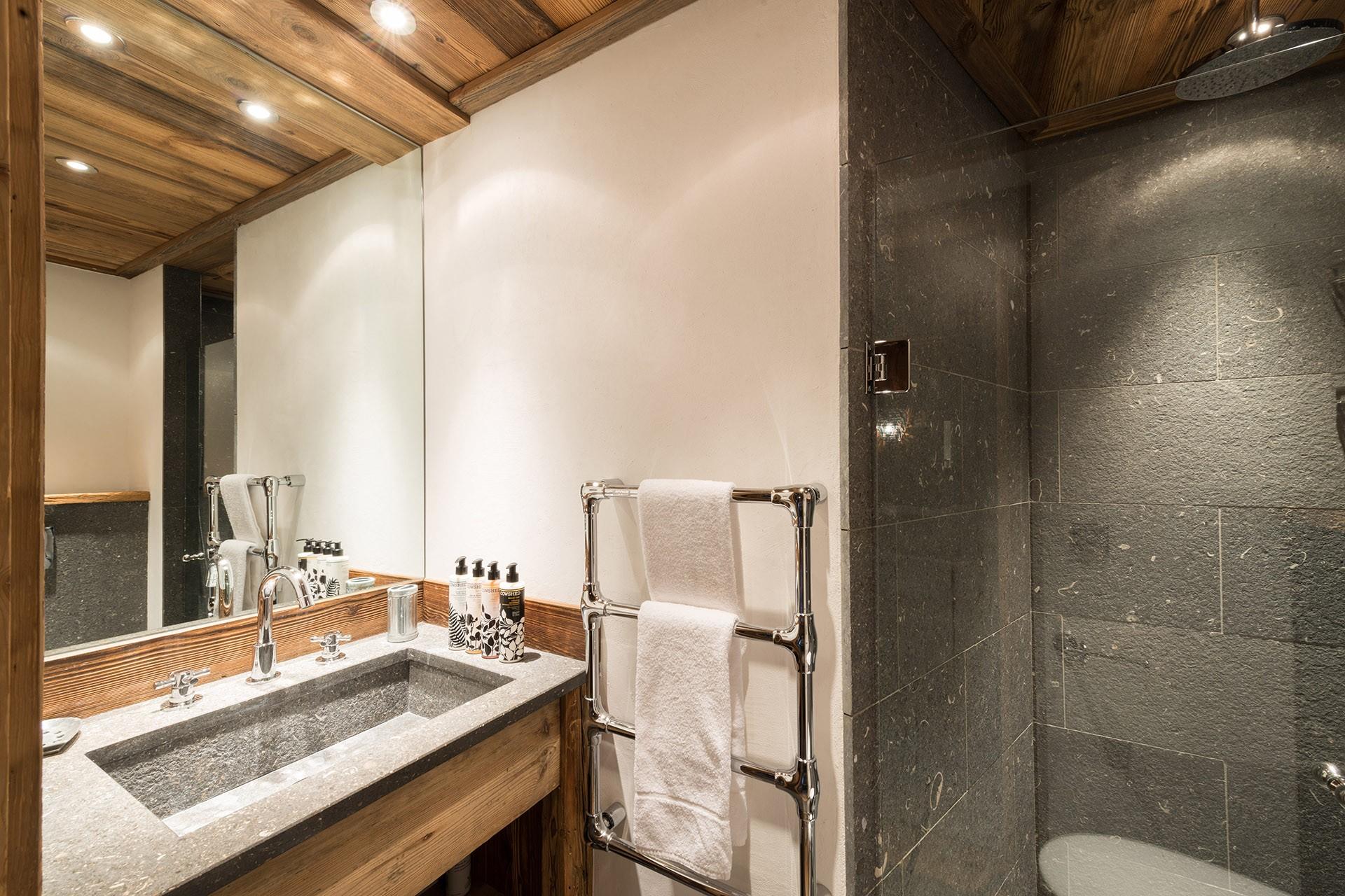 Val D'Isère Luxury Rental Chalet Umbite Shower Room