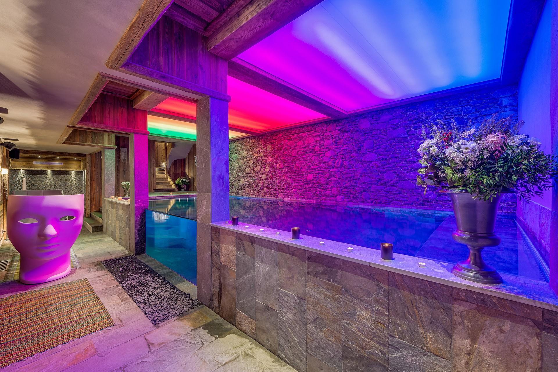 Val D'Isère Luxury Rental Chalet Umbute Pool
