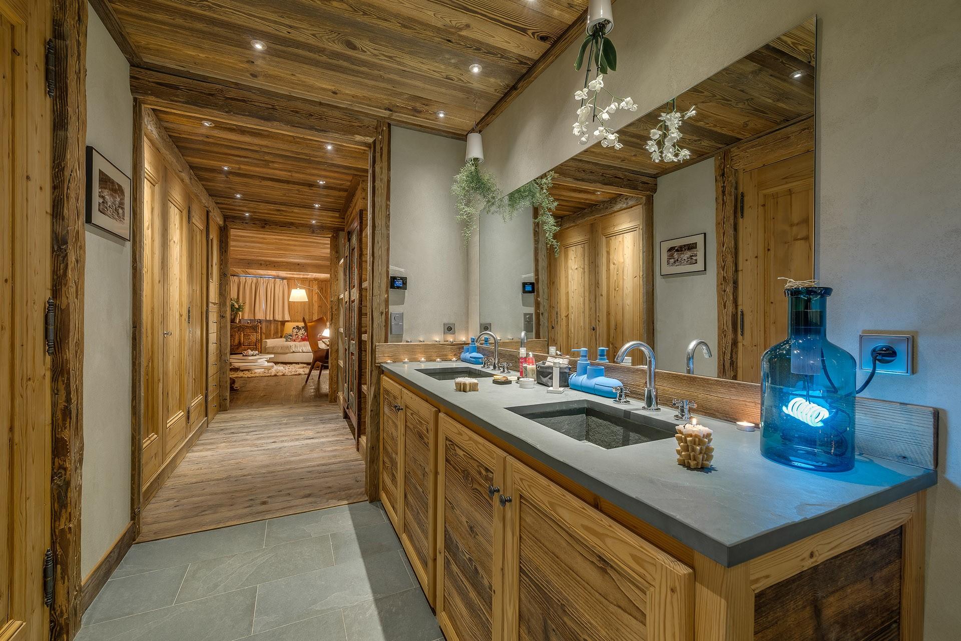 Val D'Isère Luxury Rental Chalet Umbute Bathroom