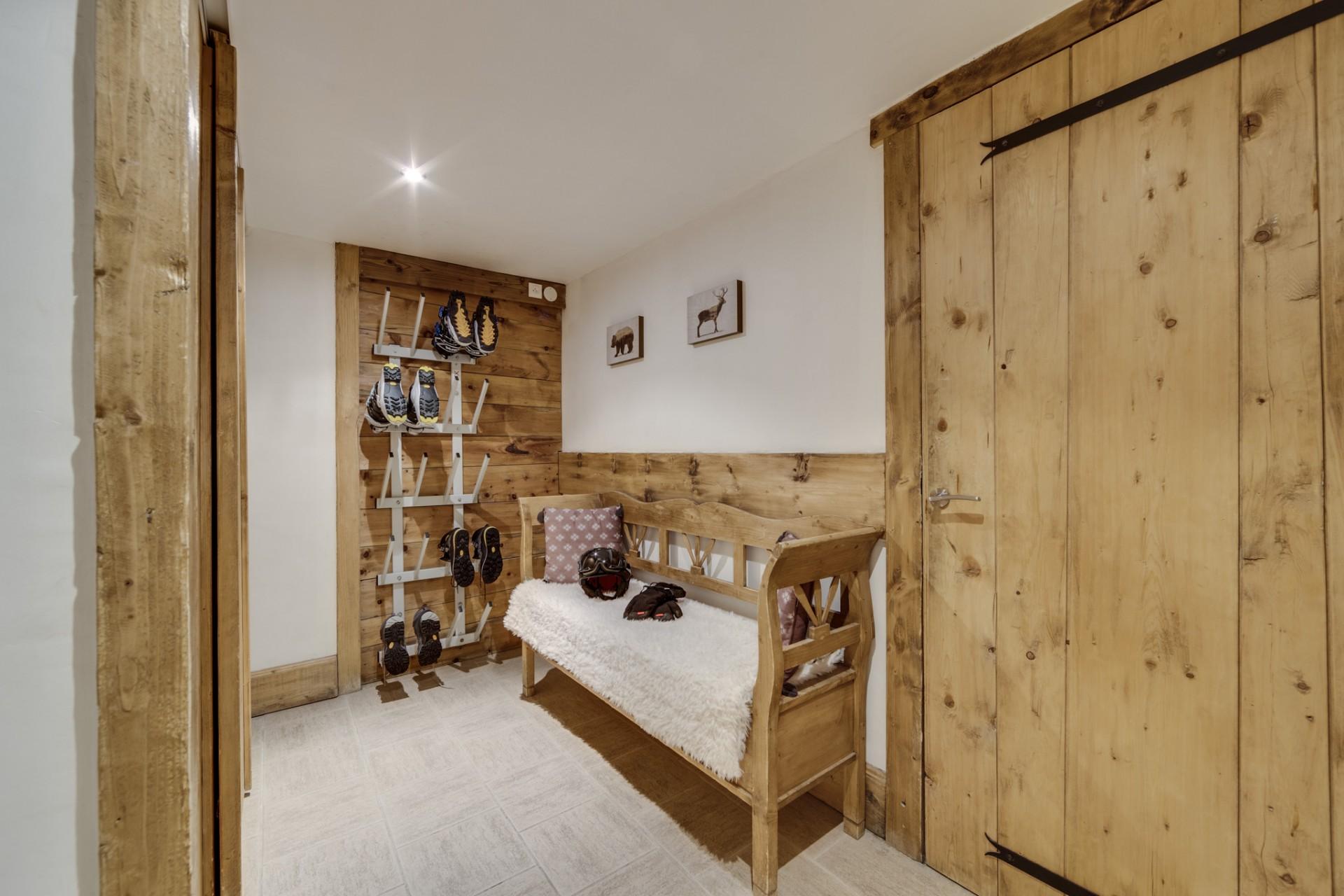 Val D'Isère Location Chalet Luxe Vonsanite Ski Room