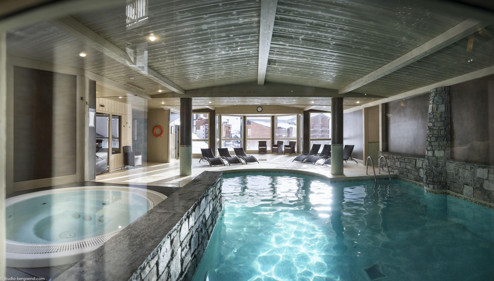 val-thorens-location-appartement-luxe-volcinite Piscine