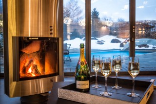 fire-champagne-and-pool-9459