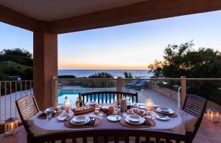 Ile Rousse Location Villa Luxe Hauvia Table Extérieure