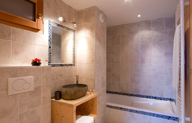 Les Deux Alpes Luxury Rental Chalet Wardite Bathroom
