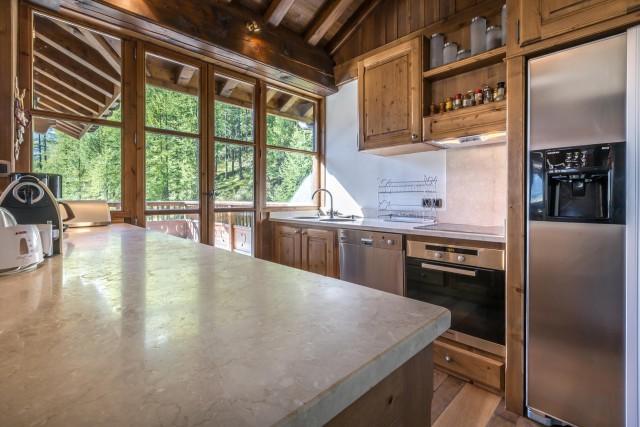 Val d'Isère Luxury Rental Apartment Vesuvianite Kitchen