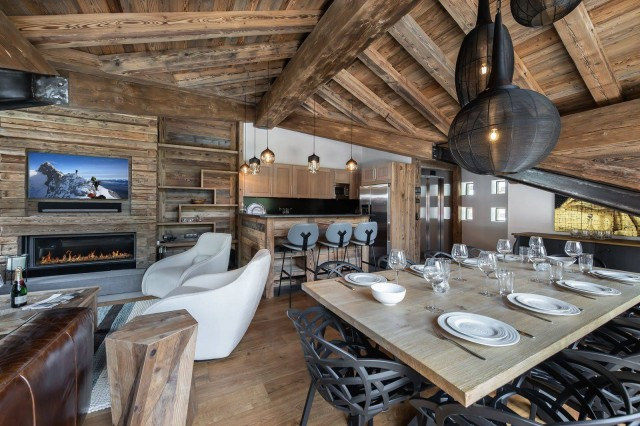 Val d'Isère Luxury Rental Chalet Tapizo Dining Area