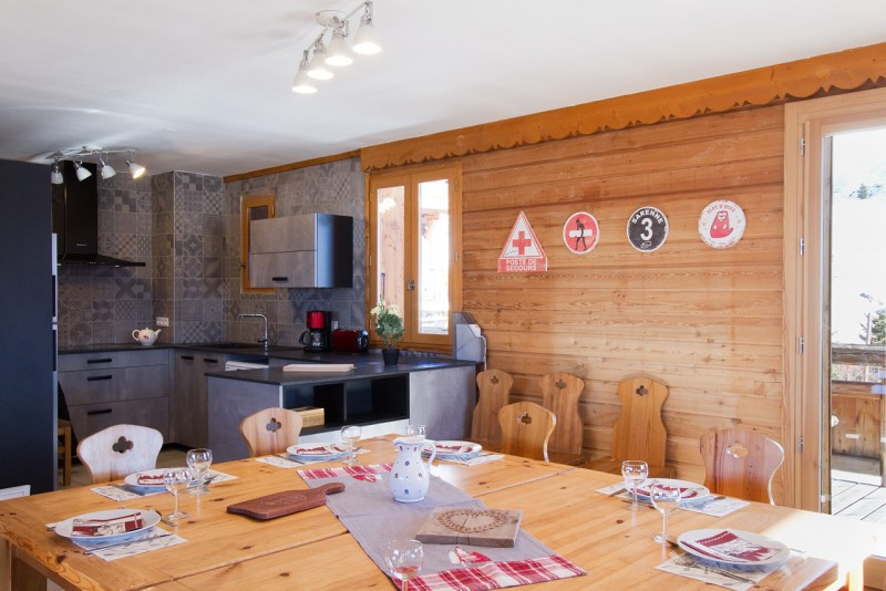 Alpe d'Huez Luxury Rental Chalet Abelsonite Dining Room 1