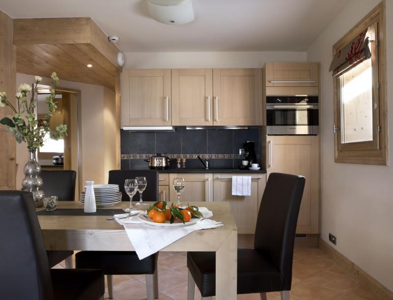 Alpes D'Huez  Location Appartement Luxe Acroitie Cuisine