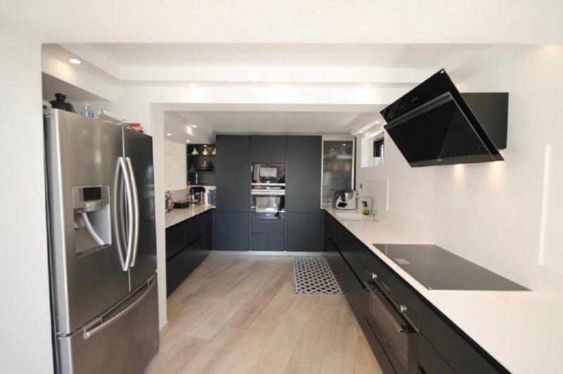 Cannes Luxury Rental Villa Corydale Kitchen