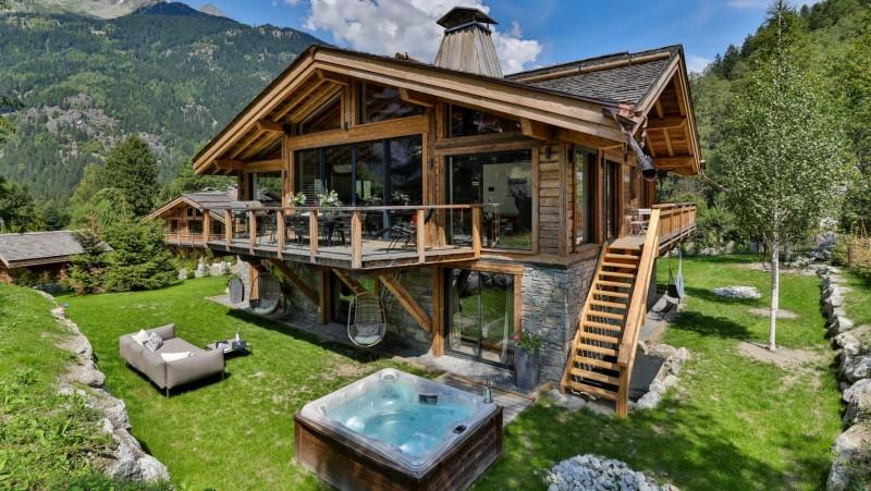 Chamonix Mont Blanc Rental Chalet Luxury Paradamete Outside 1