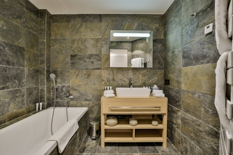 Chamonix Mont Blanc Rental Chalet Luxury Paradamete Bathroom 2