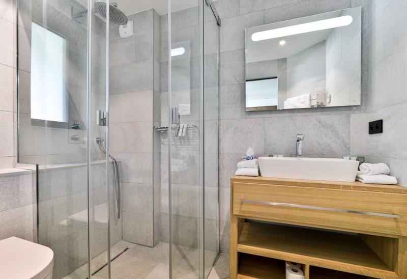 Chamonix Mont Blanc Rental Chalet Luxury Paradamete Bathroom 3