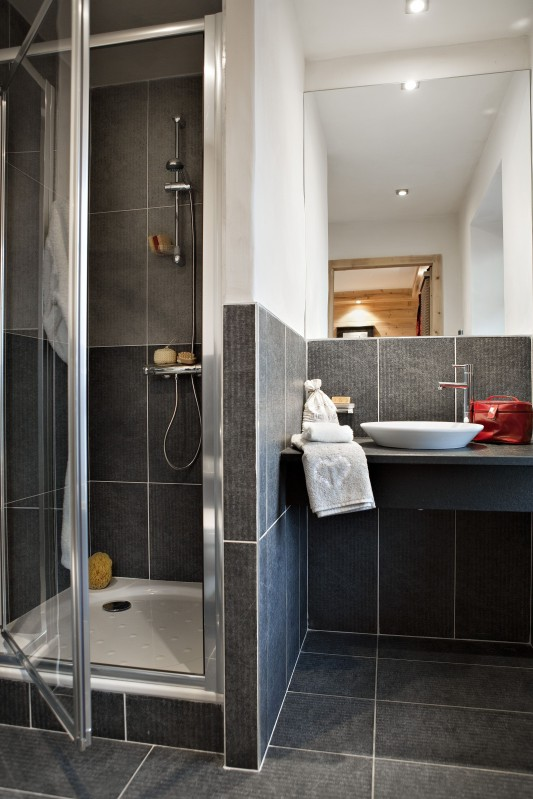 Châtel Rental Apartment Luxury Cubanite Bathroom