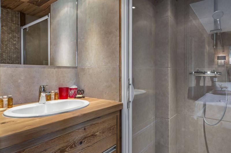 Courchevel 1300 Luxury Rental Appartment Tilure Bathroom