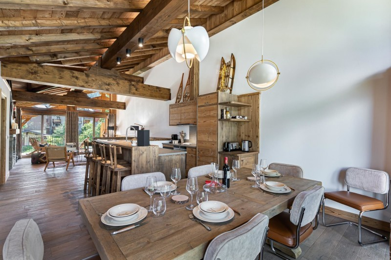 Courchevel 1300 Luxury Rental Appartment Tilute Dining Room