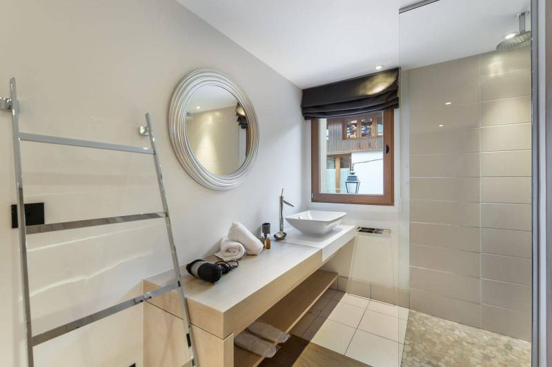 Courchevel 1300 Luxury Rental Chalet Nibate Bathroom