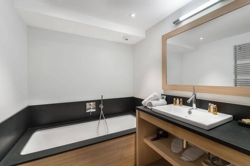 Courchevel 1300 Luxury Rental Chalet Nibate Bathroom 2