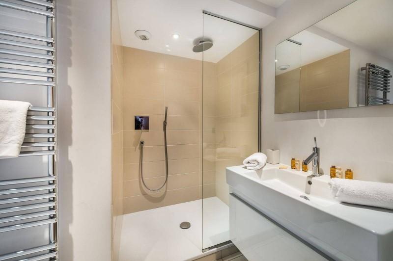 Courchevel 1300 Luxury Rental Chalet Nibate Bathroom 5